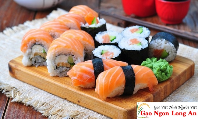 Cách làm sushi cá hồi